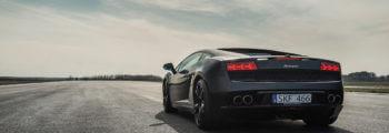 svart sportbil